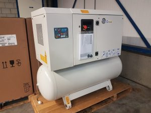 Cecatto 7,5 kW geluidgedempte zuiger compressor op 500 liter tank